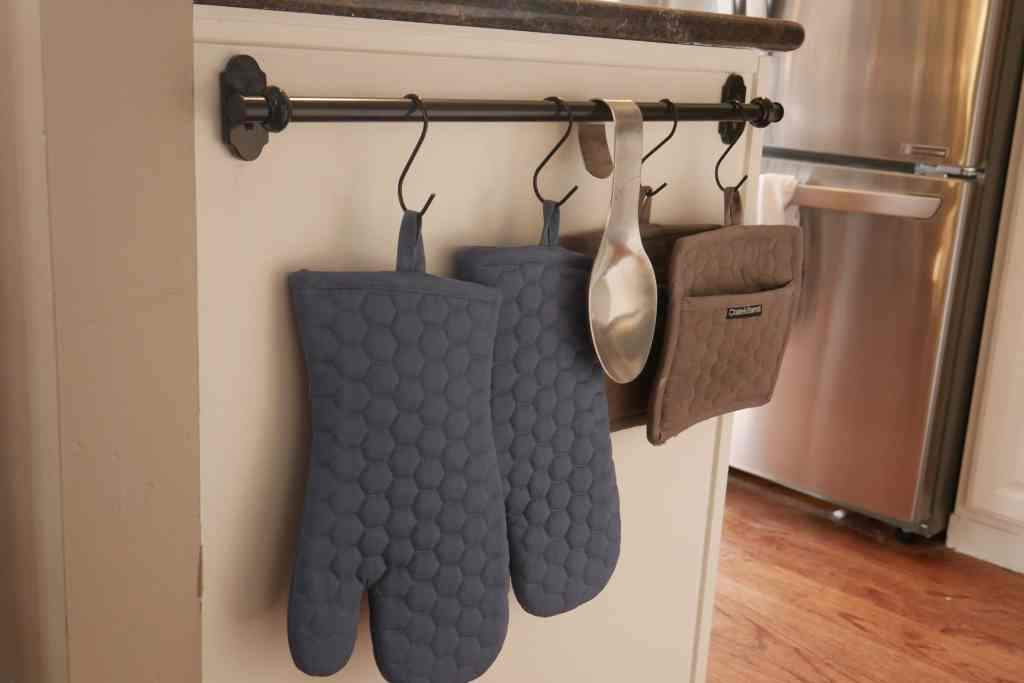 potholder hanging rail