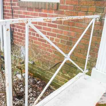 how-to-paint-your-porch-railings