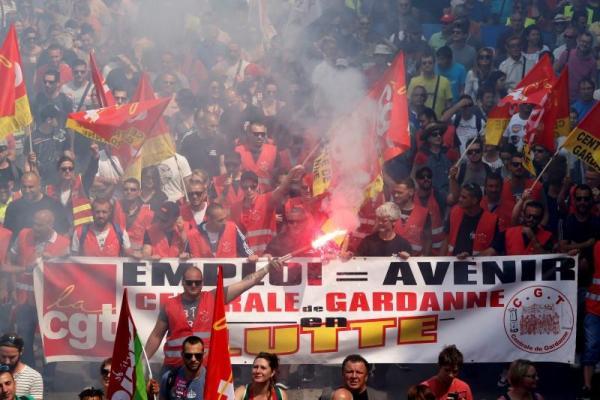 Γαλλία: Τα συνδικάτα σε κινητοποιήσεις «είτε κερδίσει η πανούκλα είτε η χολέρα»