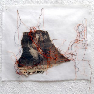 FILI DI ATTUALITA#12 / newspaper sewing on fabric / 30×30 cm / 2006-2010