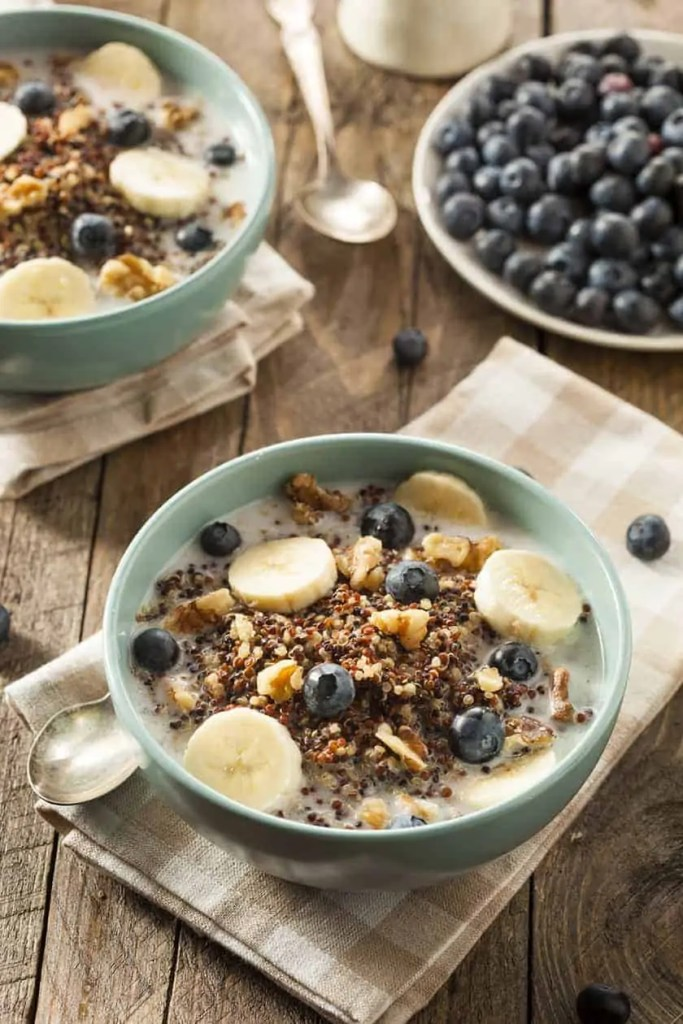 Healthy Breakfast Quinoa with Blueberries and Bananas