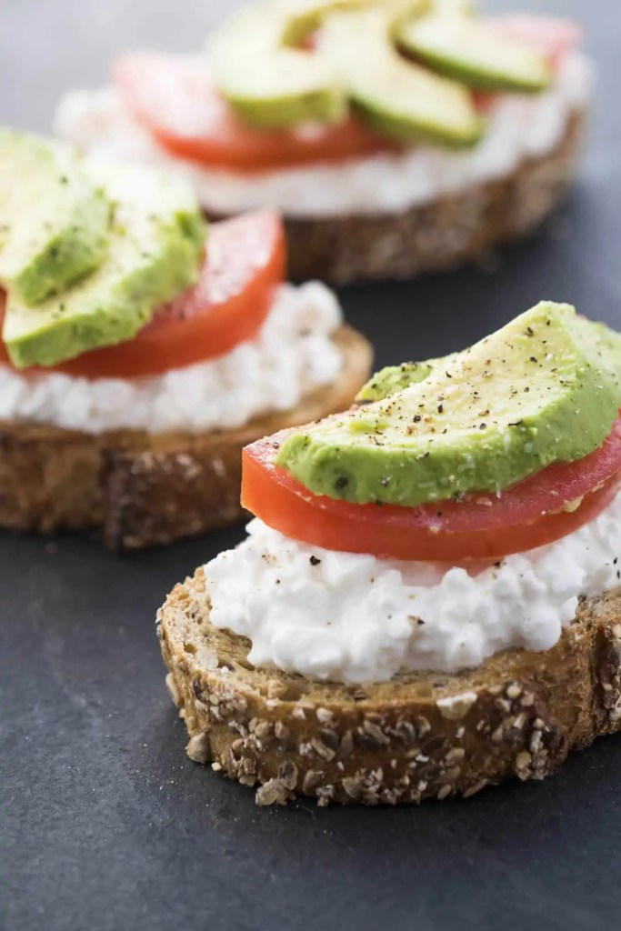 Avocado Toast with Cottage Cheese & Tomatoes