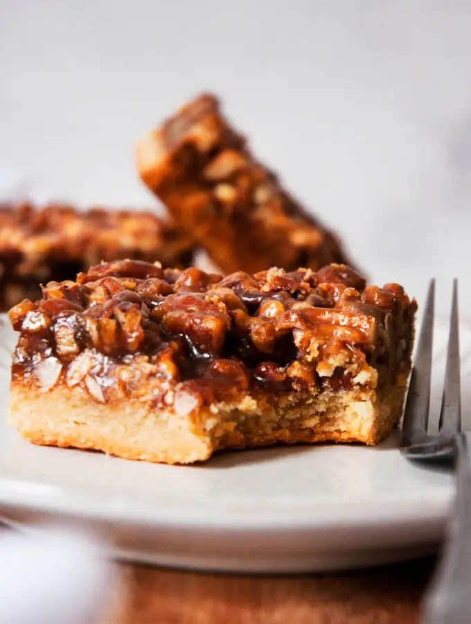 Healthy Pecan Pie Bars Recipe