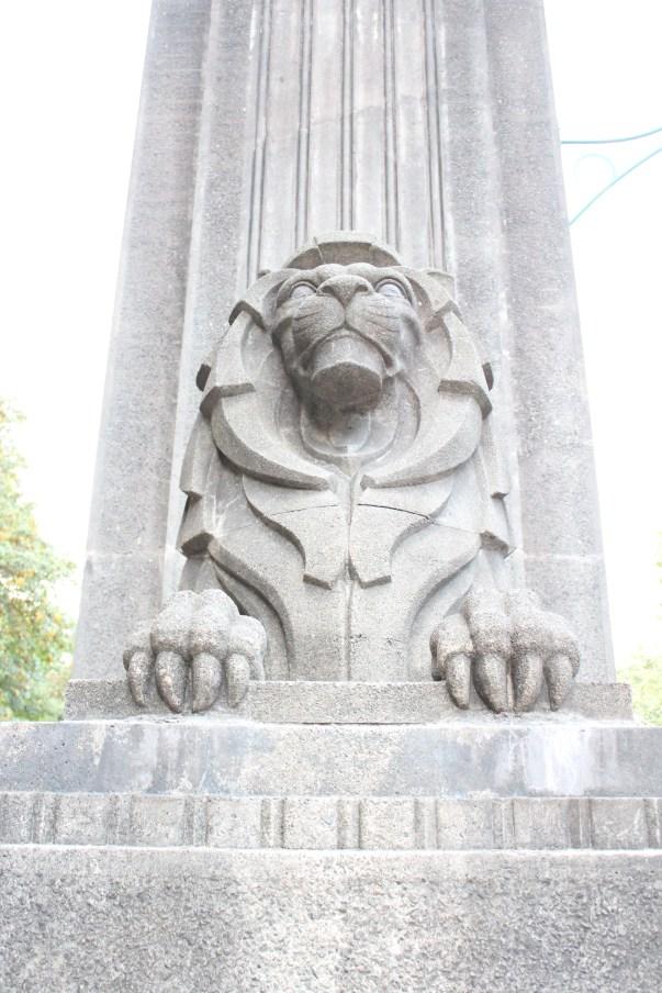 Lion at Lionsgate Bridge Entrance