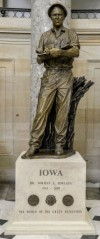 borlaug-statue