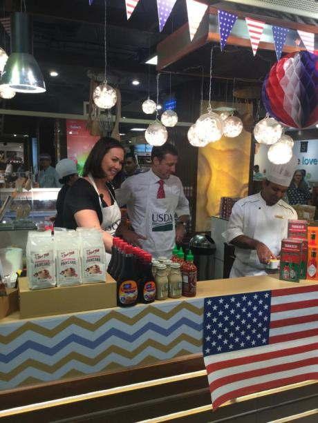 Customers at the Foodhall Taste of America event enjoyed food tastings featuring U.S.-origin ingredients prepared by guest Chefs Taylor and Vajda. The baked macaroni-n-cheese was the all-around winner in the battle of the culinary diplomats.