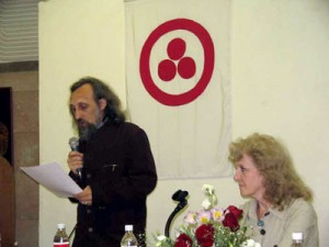 Приветствие конференции зачитывает М.Н. Чирятьев