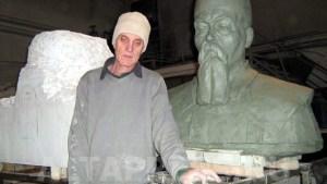 Памятник Рериху и его автор.