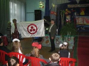 Вручение Знамени Мира директору школы  3