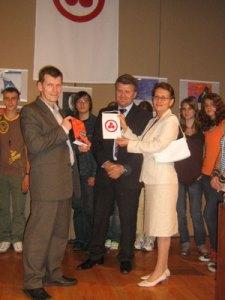 3 Вручение вымпела и сборника «Знамя Мира» преподавателям и ученикам школы при посольстве РФ в Мексике
