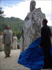 4 На территории туристско-рекреационной зоны «Бирюзовая Катунь» открыт памятник Николаю Рериху