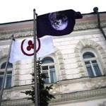 Знамя Мира Н.К.Рериха и Флаг Земли над Музеем истории города Ярославля