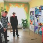 Директор гимназии И.А.Дурейко представляет выставку детского рисунка «Космос глазами детей»