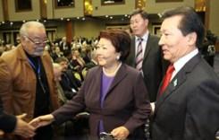 Сара Назарбаева и Толеген Мухамеджанов (справа) на пленарном заседании