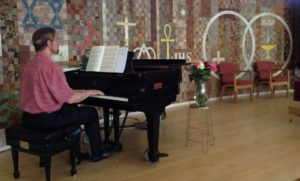 Pianist at service