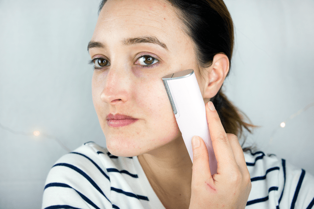 How-To: Exfoliate Skin & Remove Facial Hair with DERMAFLASH | A Good Hue