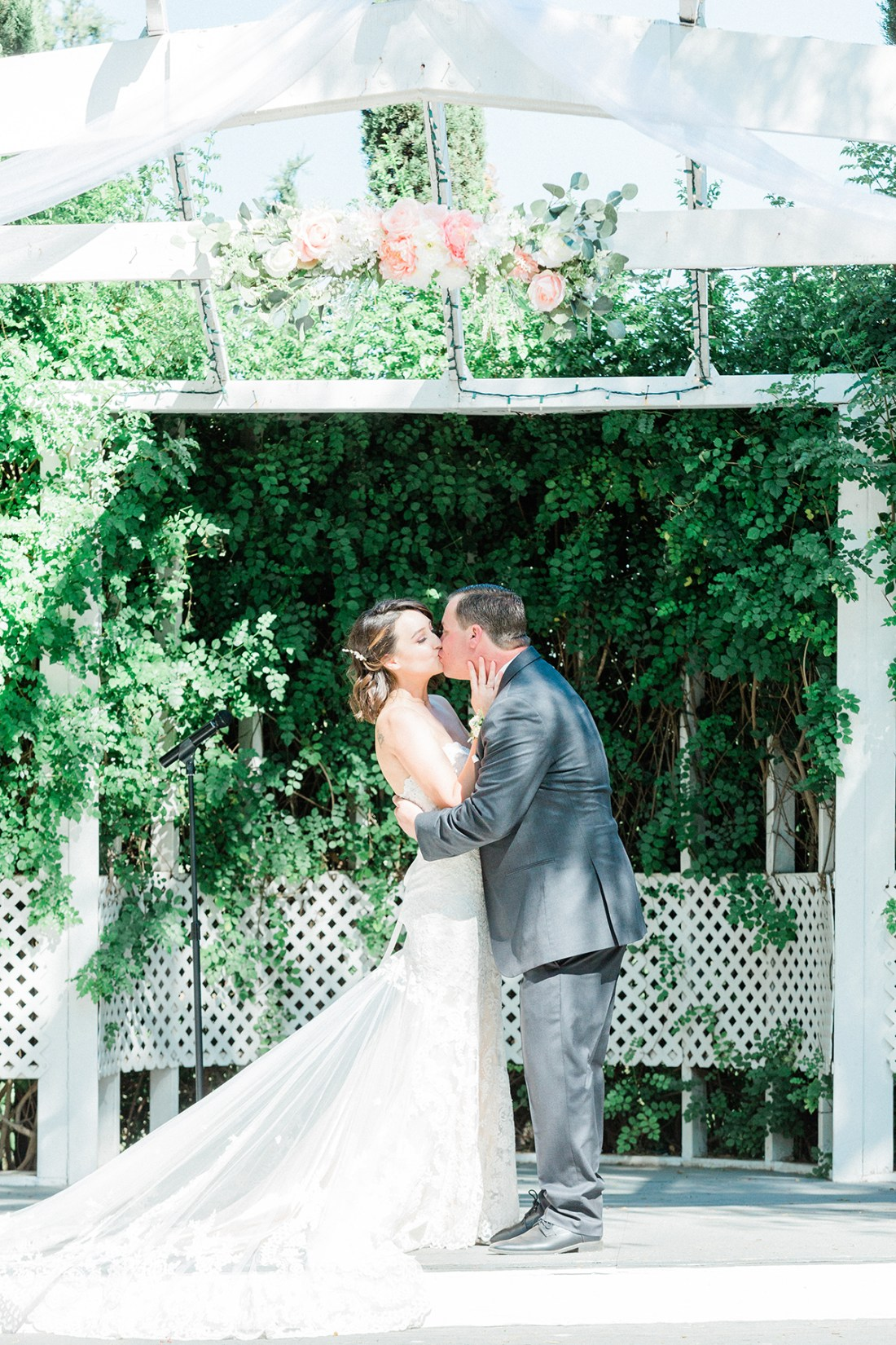 Our Wedding Ceremony- First Kiss. | A Good Hue