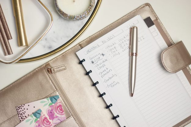 Levenger Leather Softolio and Metallic Pen Review | A Good Hue