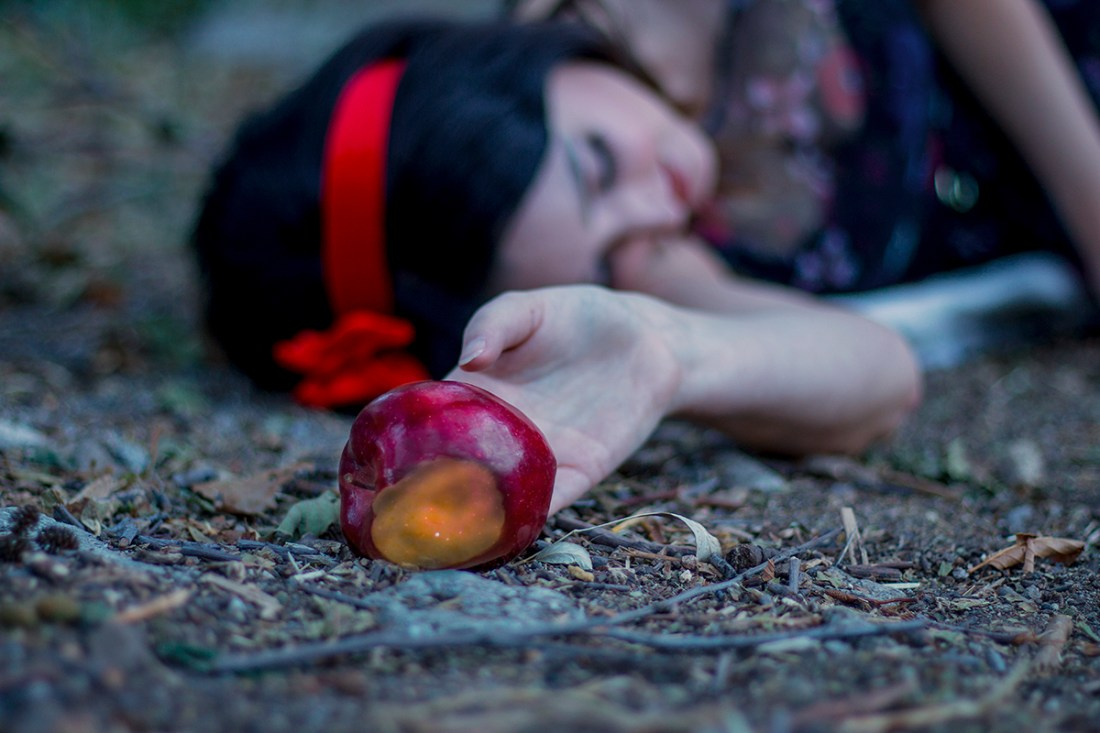 Snow White Halloween Photogrpahy | A Good Hue