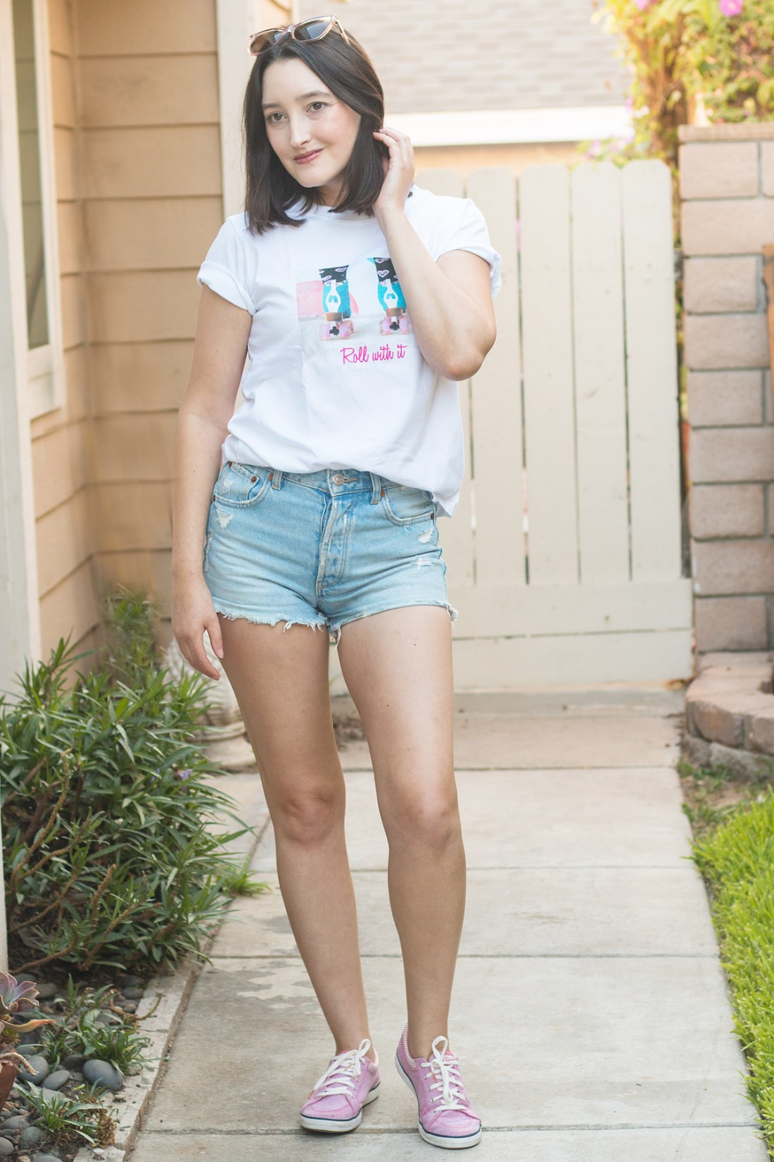 Denim jeans and graphic tee summer style | A Good Hue