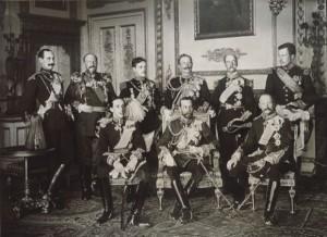 En la imagen se encuentran reunidos los reyes de Noruega, Bulgaria, Portugal, Alemania, Grecia, Bélgica, España, Inglaterra y Dinamarca.