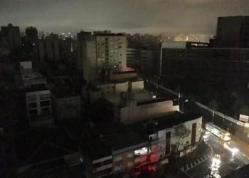 Forte chuva atinge a capital na tarde deste domingo. Foto: Luciano Lanes/PMPA