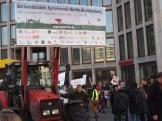 """Traktor des Aktionsbündnisses Agrarwende Berlin-Brandenburg bei der Demo """"Wir haben es satt"""""""