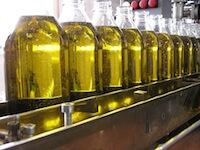 Botellas de cristal con aceite
