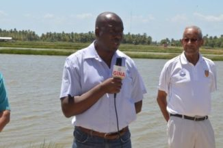 permanent-secretary-of-the-ministry-of-agriculture-george-jervis-and-the-owner-of-the-land-for-the-aquaculture-farm-geoffrey-fraser