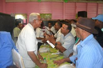 Minister Holder while interacting with the farmers
