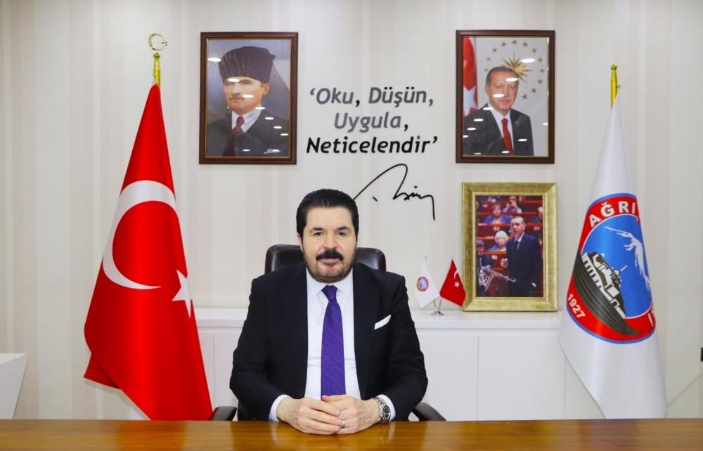 """Başkan Sayan: """"Cumhuriyet, milletimizin yeniden ayağa kalkmasının, şahlanışının timsalidir"""""""