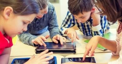 बच्चे गेमिंग में उड़ा रहे लाखों रुपए:ऑनलाइन गेम्स में बच्चे कैसे कर रहे बड़े ट्रांजैक्शन, पैरेंट्स उन्हें कैसे रोकें? एक्सपर्ट से समझें
