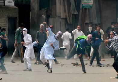 जम्मू-कश्मीर: पत्थरबाजों को नहीं मिलेगा पासपोर्ट-सरकारी नौकरी, पुलिस ने NOC ना देने का फैसला किया