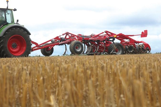 Doorvoer vraagt rijsnelheid bij cultivator Agri Trader Test Jaarboek (2)