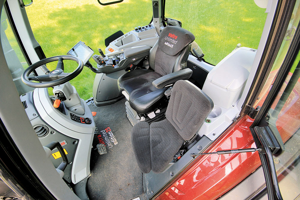 Valtra T-serie tractor - sterker en sneller - Agri Trader Test Jaarboek (14)