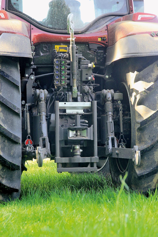 Valtra T-serie tractor - sterker en sneller - Agri Trader Test Jaarboek (8)
