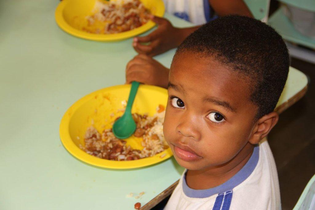 a alimentacao escolar guri