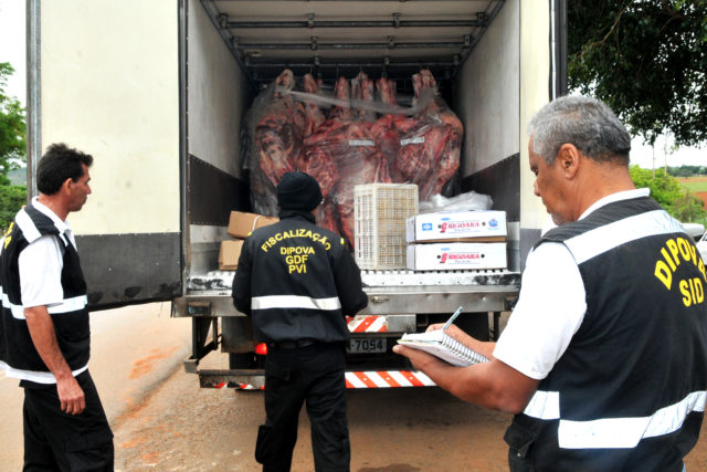Fiscais apreenderam 105 toneladas de alimentos clandestinos desde 2015 no DF