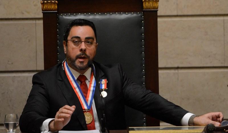 Juiz Marcelo da Costa Bretas recebe a Medalha Pedro Ernesto