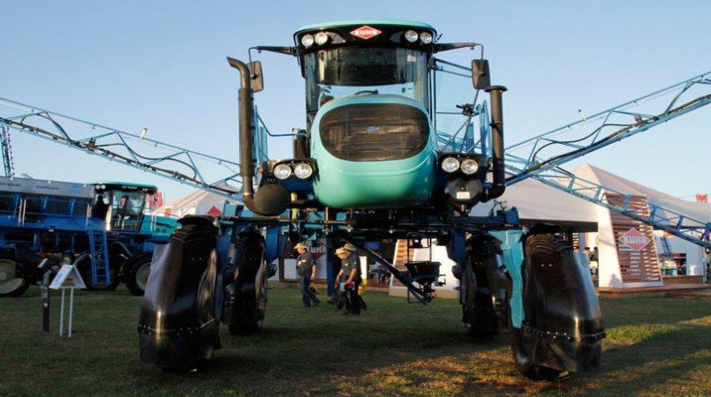 maquina agricola agrishow fotospublicas 6 7 18