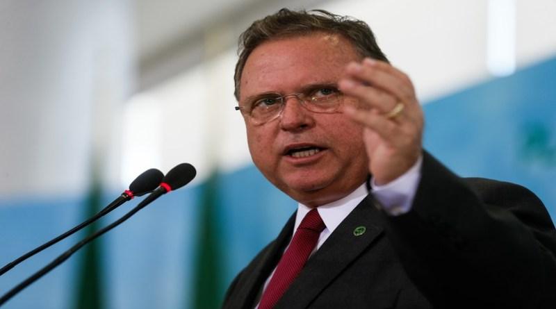 Discurso do governo Bolsonaro ameaça agronegócio, alerta Blairo Maggi