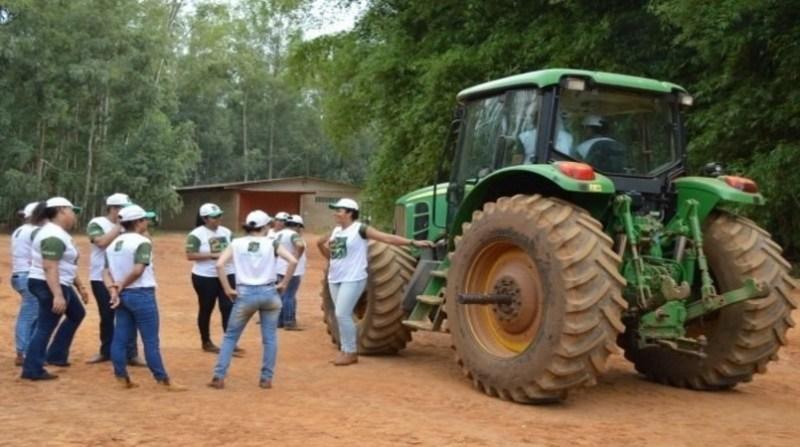 mulheres trator sindicato campo verde mt divulgacao thalita araujo