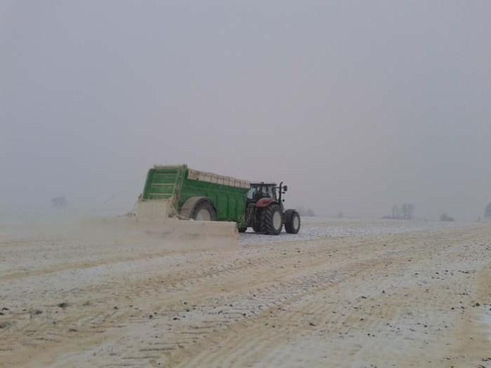 Rolnicy mogą wnioskować o dofinansowanie na wapnowanie gleb