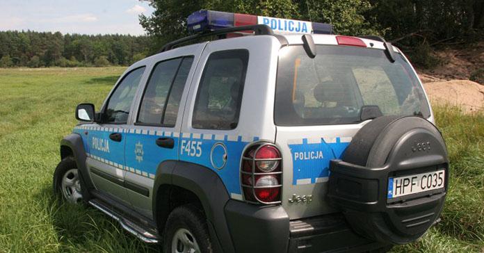 Policjanci uratowali rolnika, który ugrzązł w polu