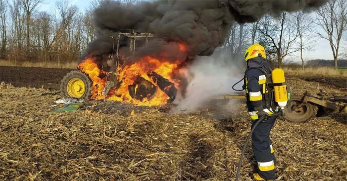 pożar ciągnika, ciągnik, OSP Żórawina, pożaru ciągnika