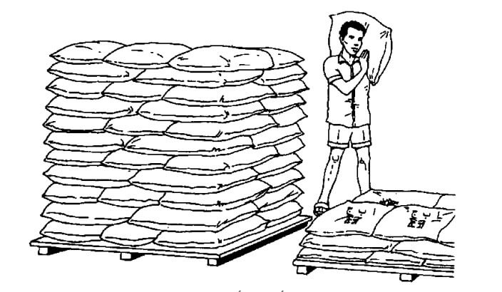 لا تقم بتكديس الأكياس أعلى من ارتفاع الكتف