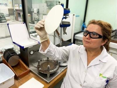Científicos chilenos desarrollan un biopapel que reduce el deterioro de las frutas en la exportación