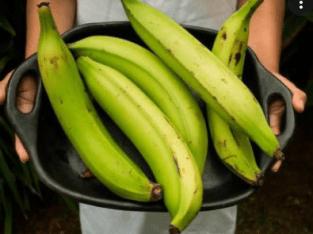Venta de plátanos criollos.