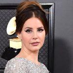 Lana Del Rey confirma lançamento de livro