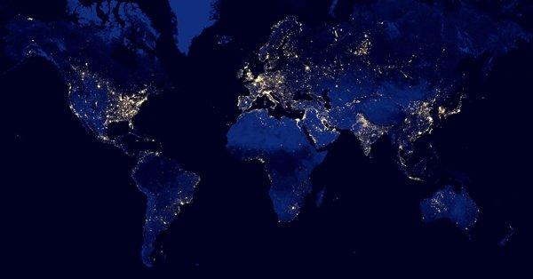 Composición de imaxes da Terra de noite feita con datos do instrumento VIIRS da sonda Suomi NPP. Fonte: NASA.